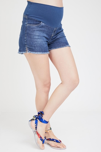 Picture of Short and simple Denim shorts